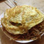 ふんわり卵がおいしい!钟楼近くの焼肉屋で中国風焼きそばをほおばる!「胖子烧烤」