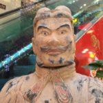 西安のデパートで「笑う兵馬俑」を発見!?